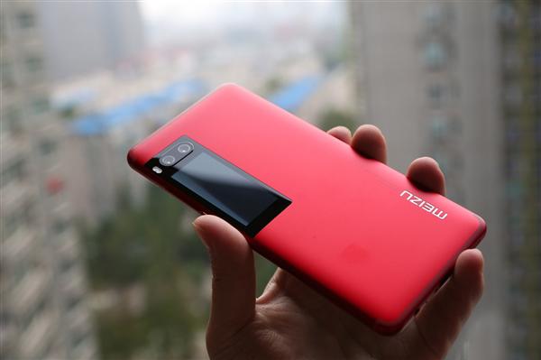 Вышла новогодняя версия Meizu Pro 7