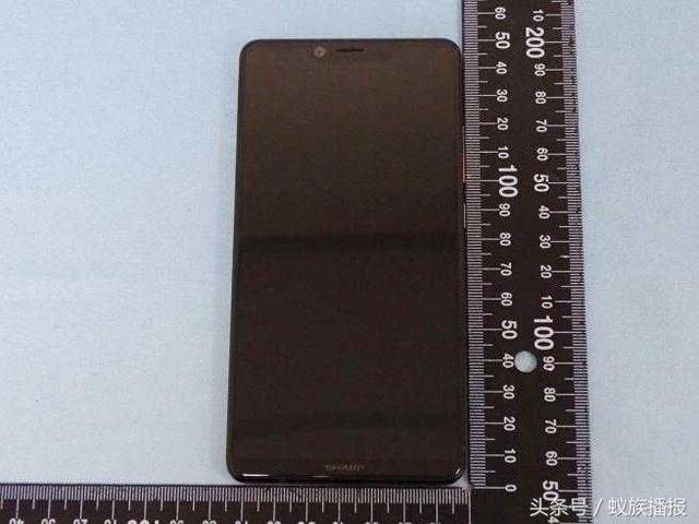 Новый безрамочный Sharp AQUOS S3 выглядит почти как iPhone X