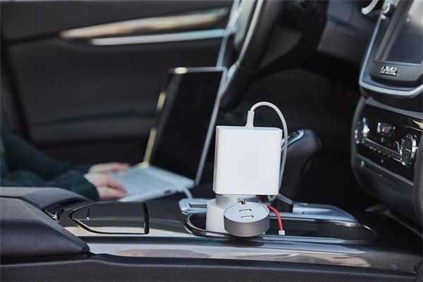 Xiaomi представила полноценную автомобильную розетку для зарядки ноутбуков
