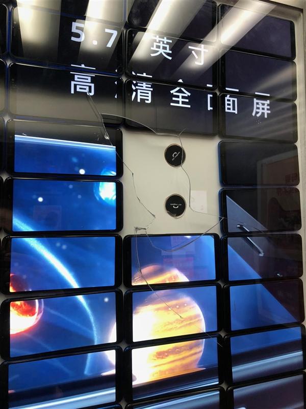 Яркая идея: креативная реклама Meizu M6S