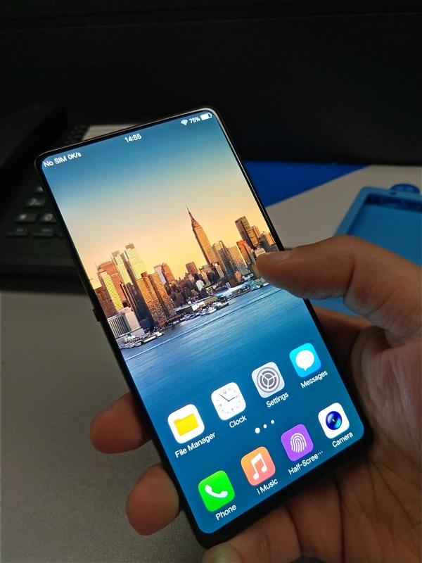На фото показали смартфон Vivo с рекордным соотношением размеров корпуса и дисплея
