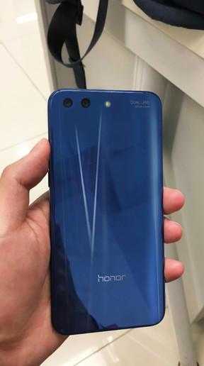 Показали эффектный полноэкранный смартфон от Honor