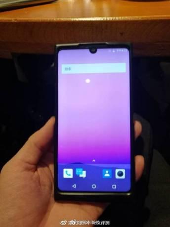 Безрамочный Nubia Z19 показал себя и напомнил о Essential Phone