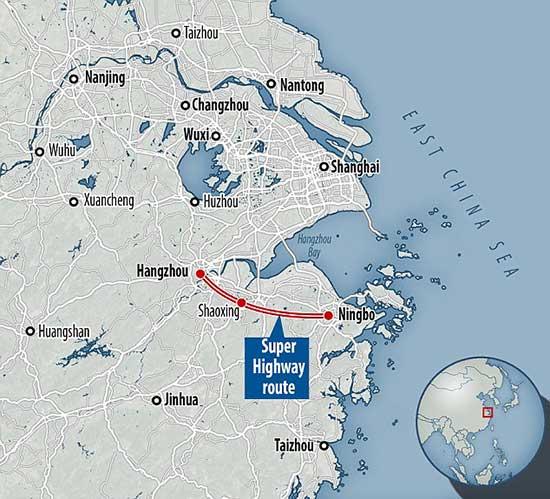 В Китае заканчивают строительство умной дороги на солнечной батарее