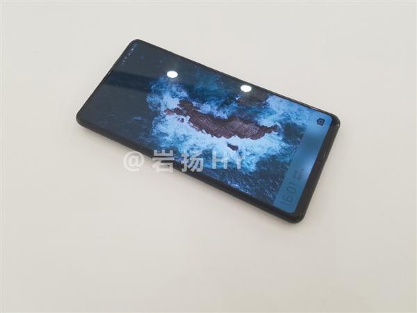 Xiaomi Mi Mix 2S позирует на снимках и пример фото на камеру