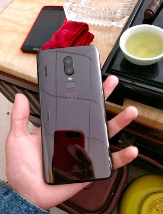 Показали чехол для OnePlus 6 и назвали цену