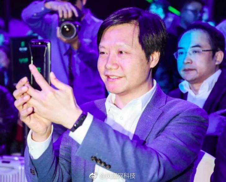 Глава Xiaomi случайно показал фитнес-браслет Mi Band 3