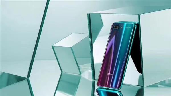 Анонс Honor 10: мощный смартфон в сияющих «доспехах»