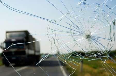 Эксперты рассказали, можно ли ездить с трещиной на лобовом стекле автомобиля