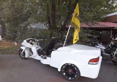 Гибрид автомобиля и мотоцикла сфотографировали на дорогах Воронежа