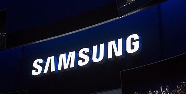 Samsung Galaxy S10 с «бесконечным» дисплеем показали на фото