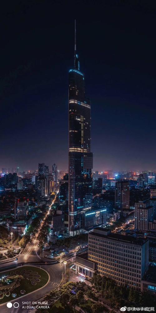 Появился пример ночного снимка, созданного на камеру Xiaomi Mi 8