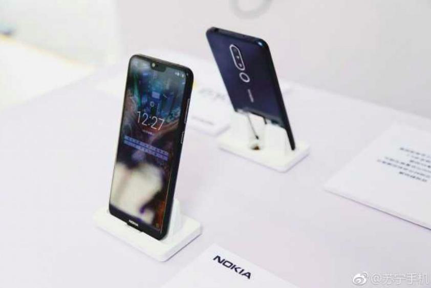 Nokia X позирует на «живых» снимках