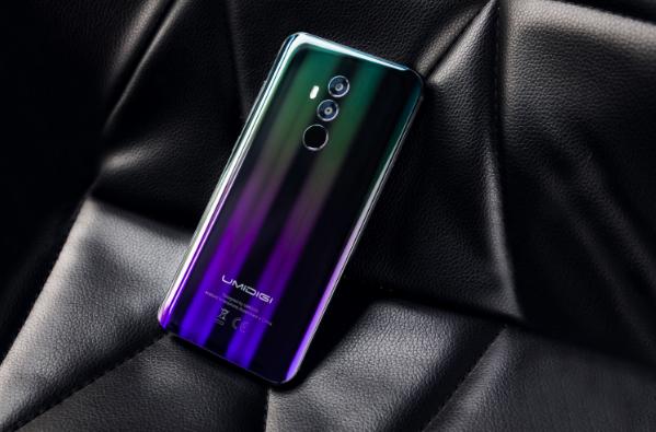 UMIDIGI Z2: смартфон в сияющих градиентных доспехах