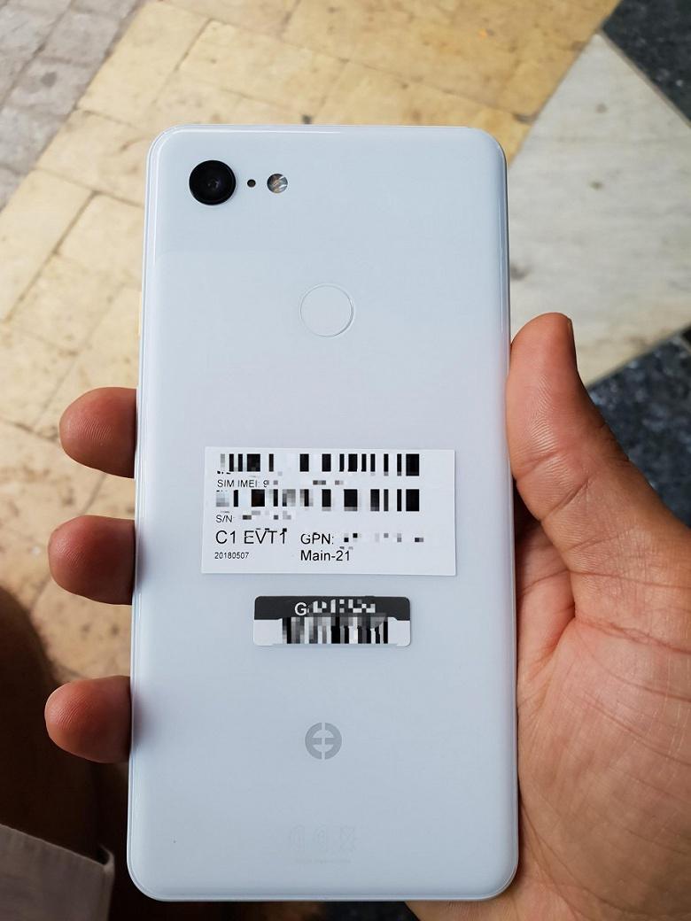 Белый Google Pixel 3 XL запечатлен на фото