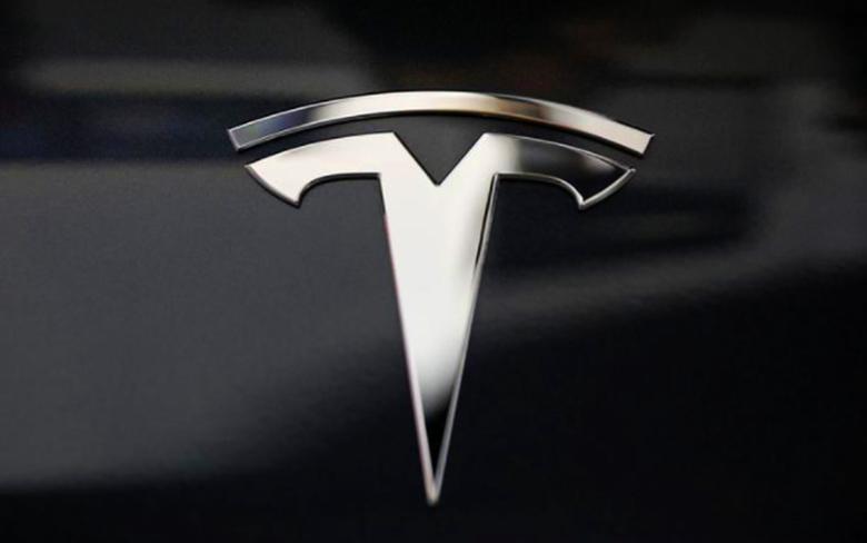 Фото дня: каким может быть смартфон Tesla от Илона Маска
