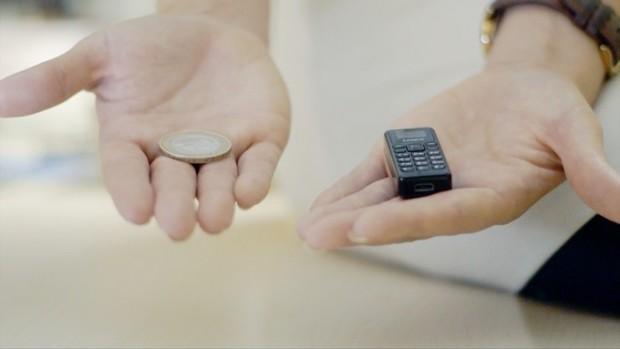 Самый миниатюрный телефон Zanco Tiny T1 попал на стол JerryRigEverything