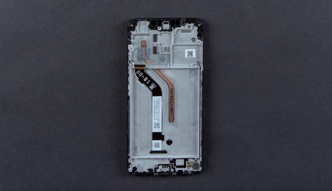 Xiaomi Pocophone F1 успели разобрать