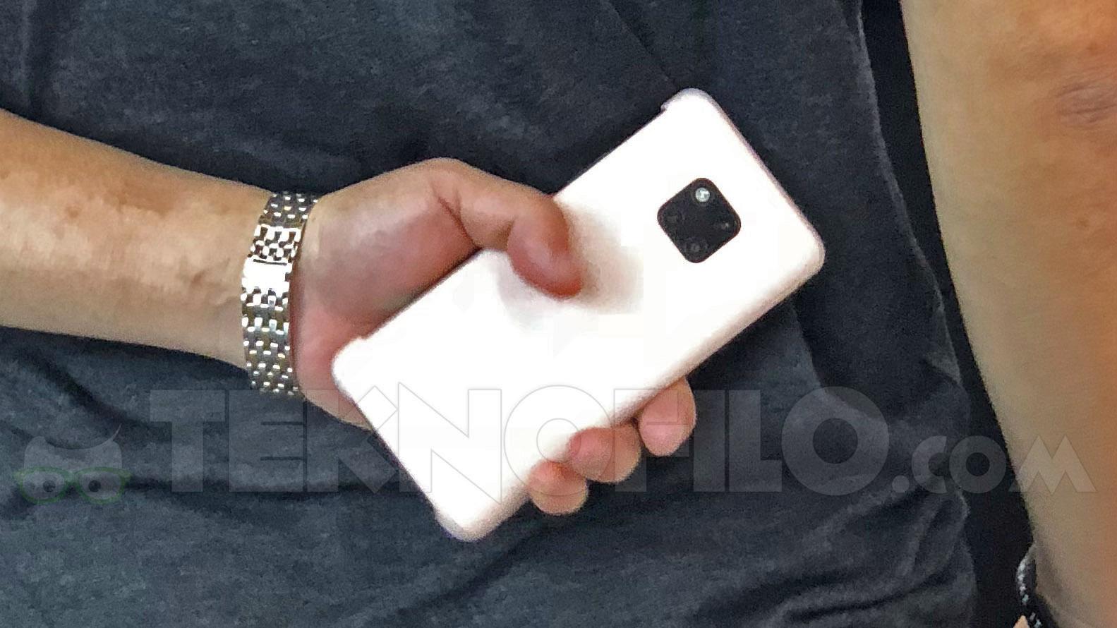 Huawei Mate 20 Pro попал в объектив камеры на IFA 2018