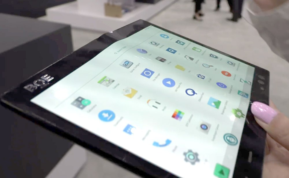 Сгибающийся смартфон с дисплеем BOE показали на видео