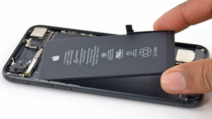 Услуга замены аккумулятора iPhone в Москве